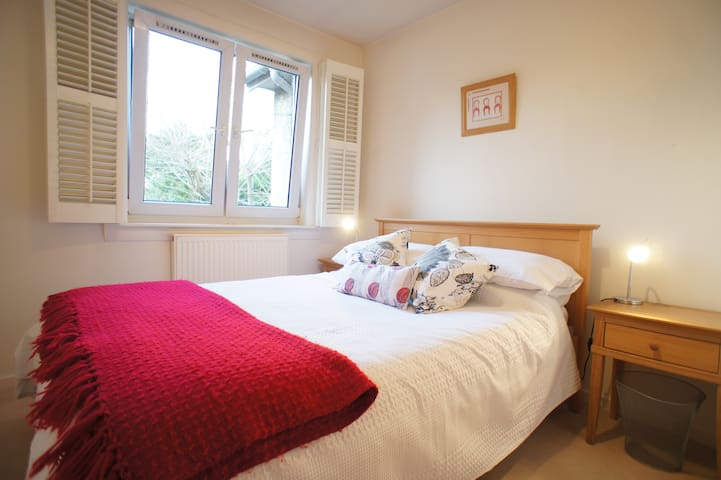 The double bedroom has luxury Egyptian cotton bed linen