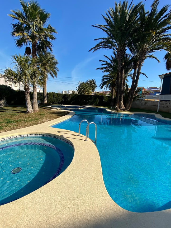 Apartamento Denia,piscina,padel,150 m de la playa