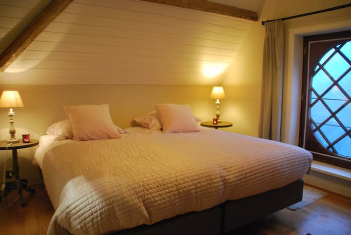 Room with 2 bedrooms in  Skindles Guesthouse