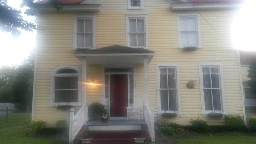 West Washington Guest House