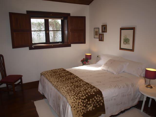 Habitación  doble vestidor y baño - Pontevedra - House