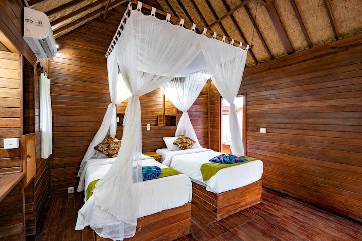 Karang Mas Villa ( Superior Twin Hut Bungalow )