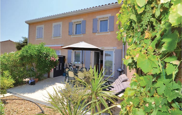 Semi-Detached with 2 bedrooms on 40m² in Calvisson