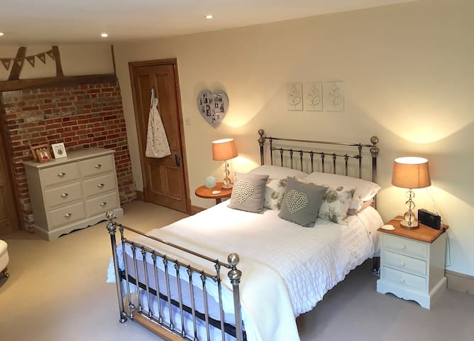 Lovely B&B double rooms (A) in Barn Conversion
