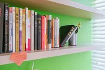 房间里会有很多我的个人藏书,亲可以随意阅读,但不能带走哦:)