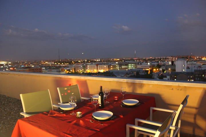 Cozy penthouse terrace next to center & Ifema