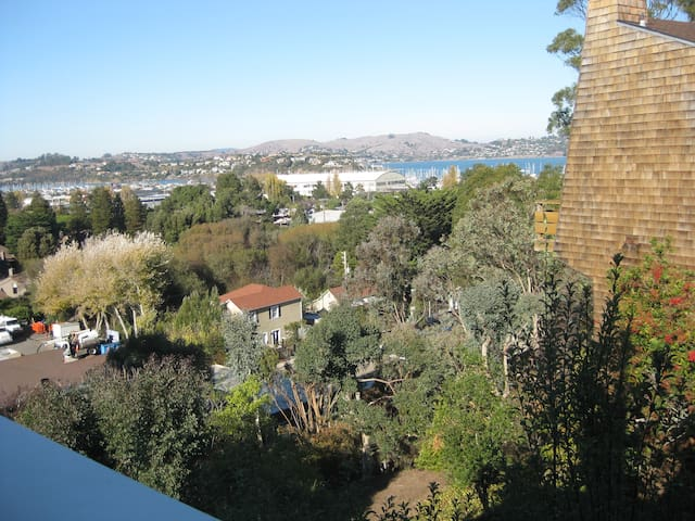 Great Home in Sausalito - Water Views! 3BR 2.5BA - Sausalito - Casa
