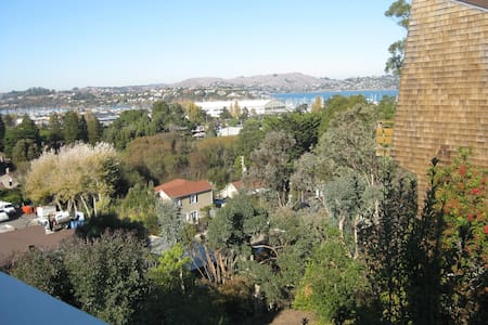 Great Home in Sausalito - Water Views! 3BR 2.5BA - Sausalito