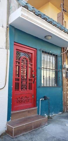 El puerta roja