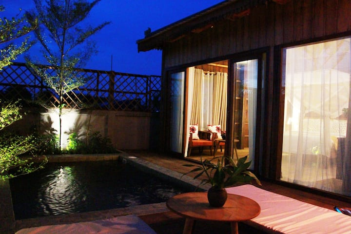 Private Pool-Khmer Wooden Bungalow+BF+Pick Up