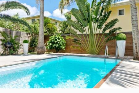 Au calme ,cœur de la baie orientale avec piscine