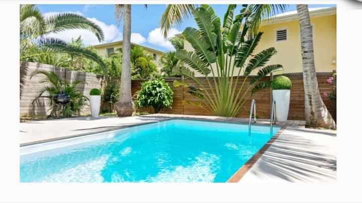 Spacieuse villa piscine à 2 min à pied de la plage