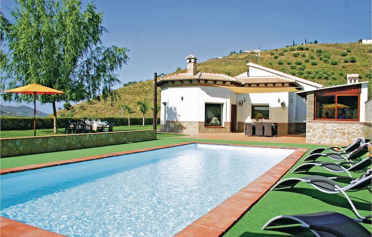 Holiday cottage with 4 bedrooms on 141 m² in Cómpeta