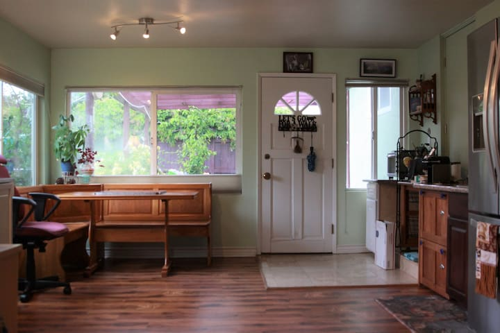 Bright and Spacious 1 Bedroom with Fenced Backyard