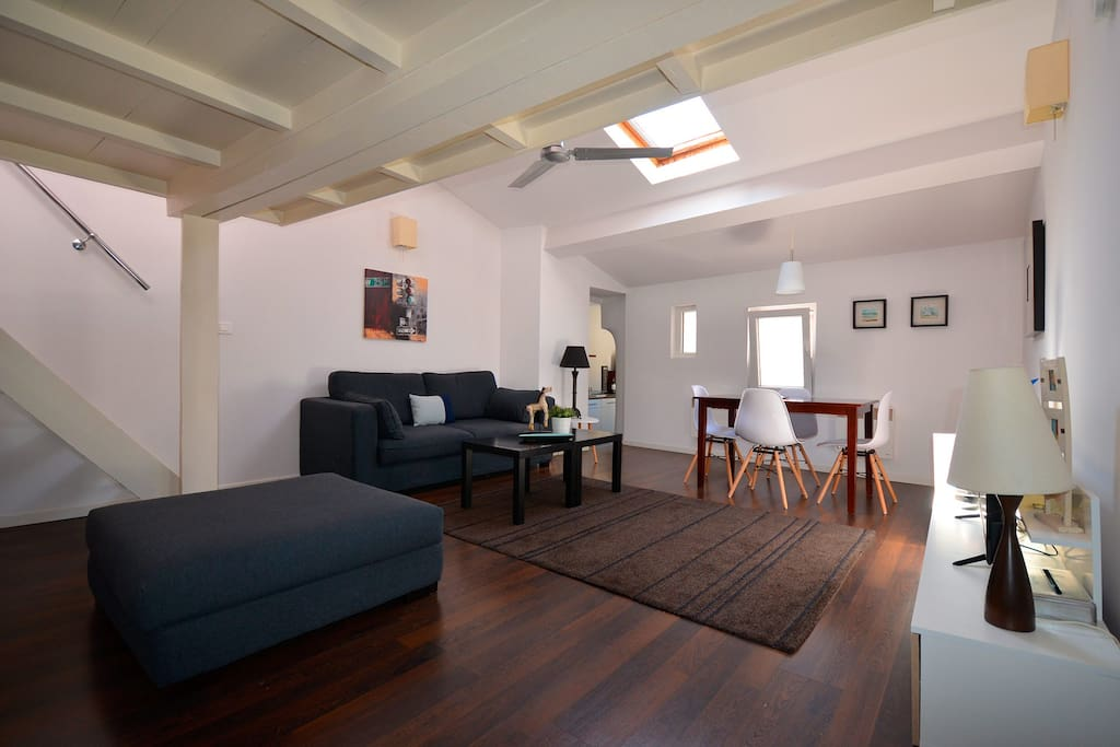 Charmant Appartement Mansard 201 45 M2 Plein Centre Apartments For Rent In Narbonne Occitanie