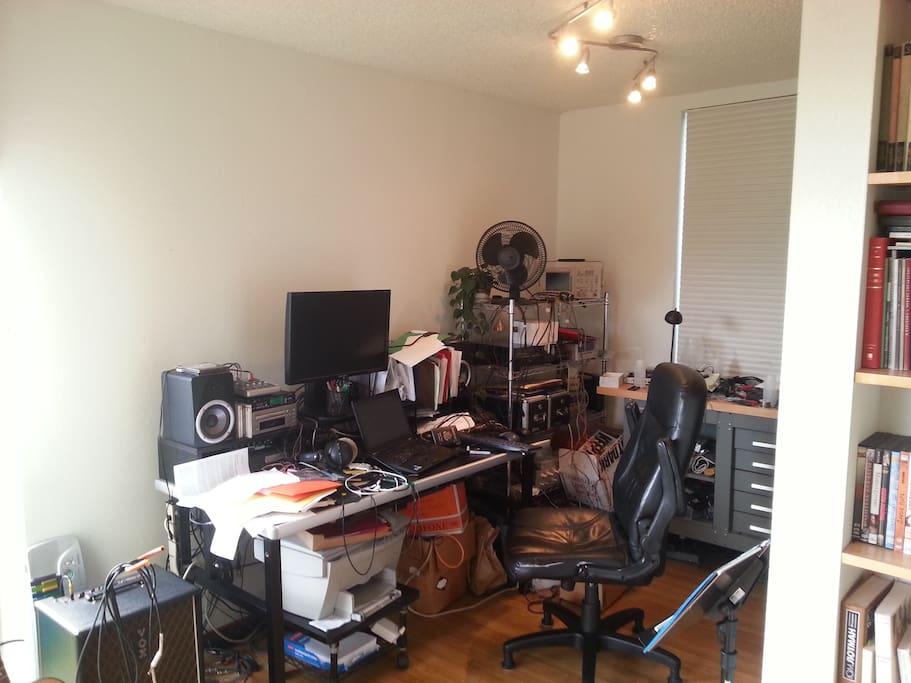 Living room (work area)