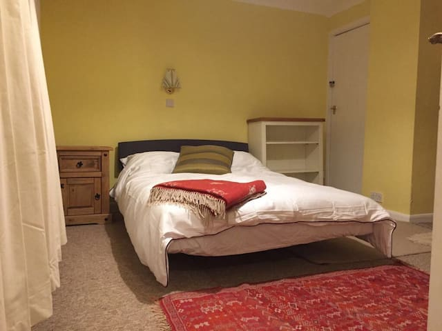 Very light double BR, great views, comfortable hse - Fulbourn - House
