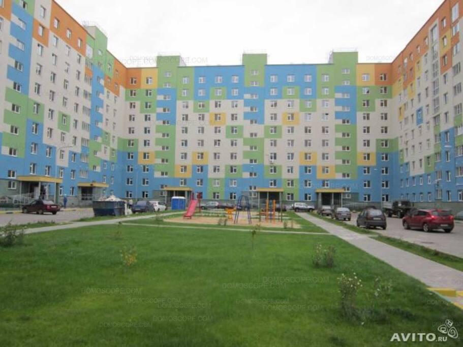 Дом и детская площадка (House and playground)