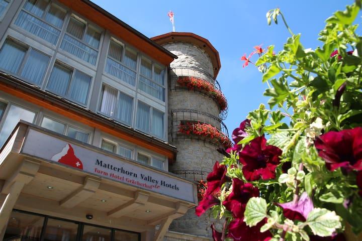 Turm Hotel Grächerhof - 格雷興 - 家庭式旅館