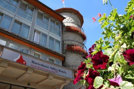 Turm Hotel Grächerhof - Grächen - Bed & Breakfast