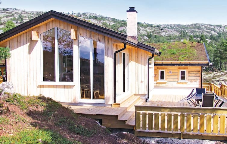 Holiday cottage with 5 bedrooms on 157m² in Dølemo