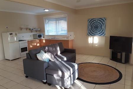 Quiet rural unit close to everything - Ninderry - Apartment