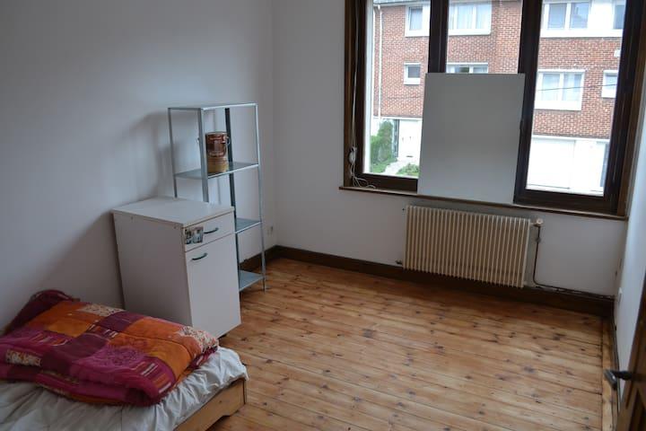 chambre privée 15m² uniquement pour femmes