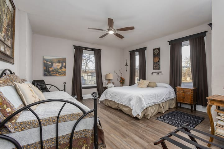 SLEEPS 8!Pet/Kid friendly Professionally Cleaned! Second floor apartment.  After April 2021 this property will be available for 3 night minimum