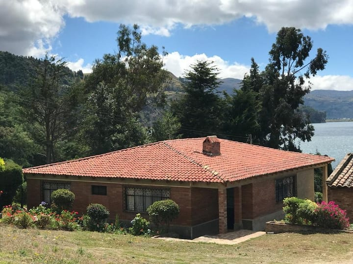 Refugio de San Carlos,  Rivera Lago de Tota.