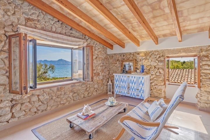 Stone villa on the sea – Villa Can Cuarassa