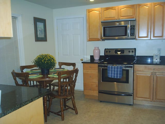 March Reduced Rates, 1800 sq ft 3 Bdrm 3 Bath Home