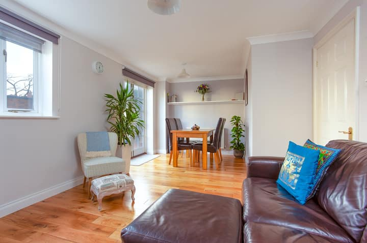 ⭐ 2 bedroom house in Tivoli area with parking