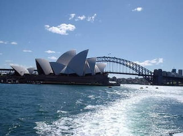 Book your Sydney get away now ! - Rozelle - Huis