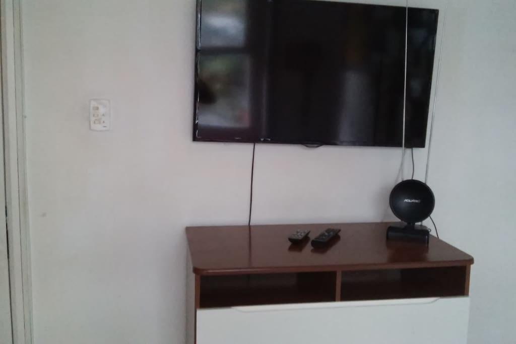 Tv Lcd e cômoda