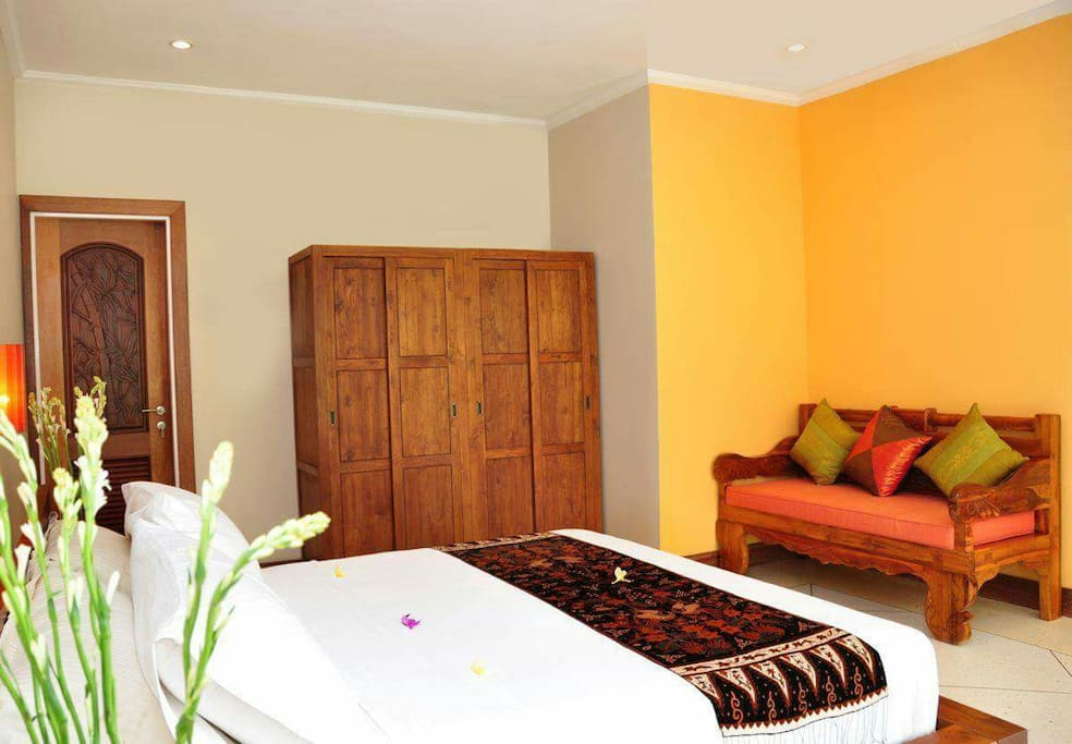 Full furnishings in Bali Villa master suite & safety box