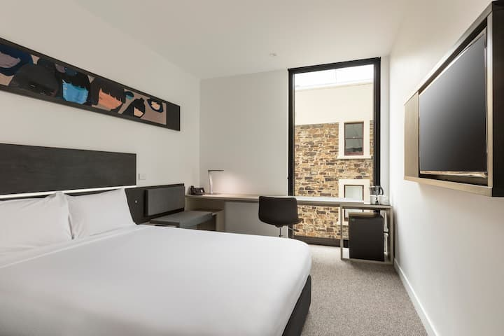 Modern private room, close the Rundle Mall