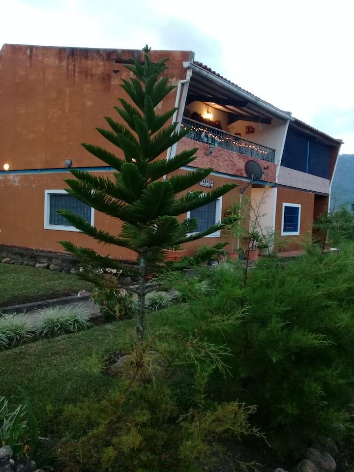Casa con bella vista en el valle de La Guanota