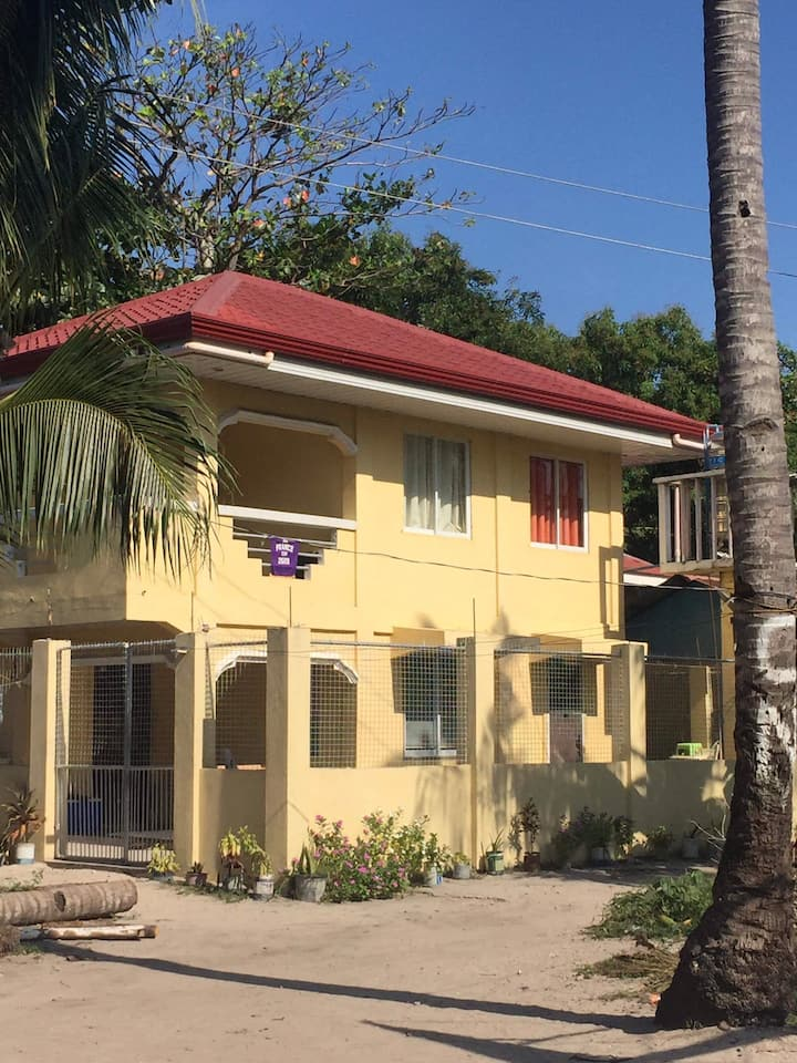 2 bedrooms comfy house near Langub north beach