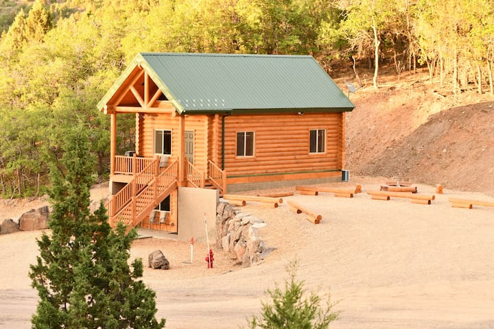 Campfire Cove at Cozy Oak Cabin Suites
