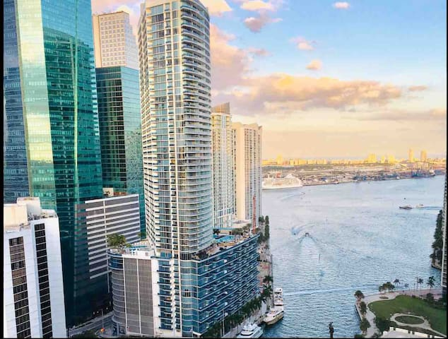 LUXURY CORNER  DUPLEX WATERFRONT @BRICKELL 2B/2B