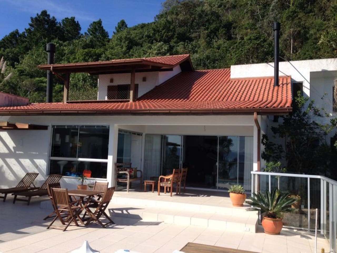 Casa com linda vista panorâmica para o mar e o continente