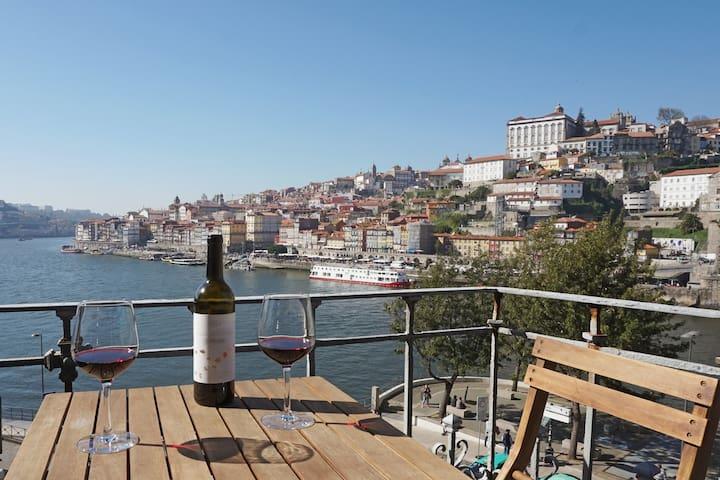 Porto View 1B: STUDIO [Small Terrace & River View]