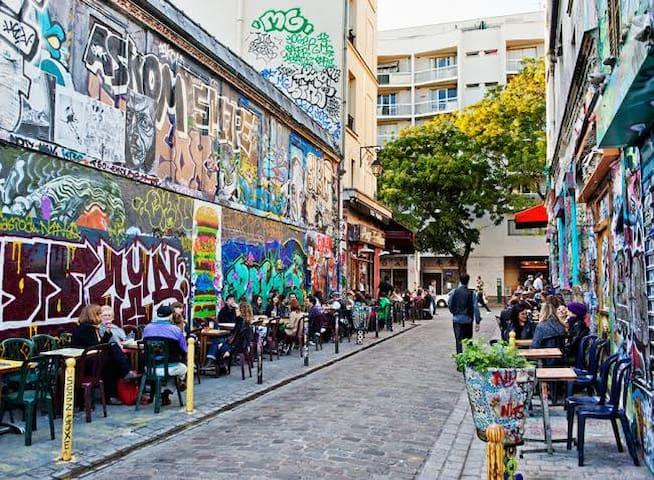 Studette Belleville Paris 17