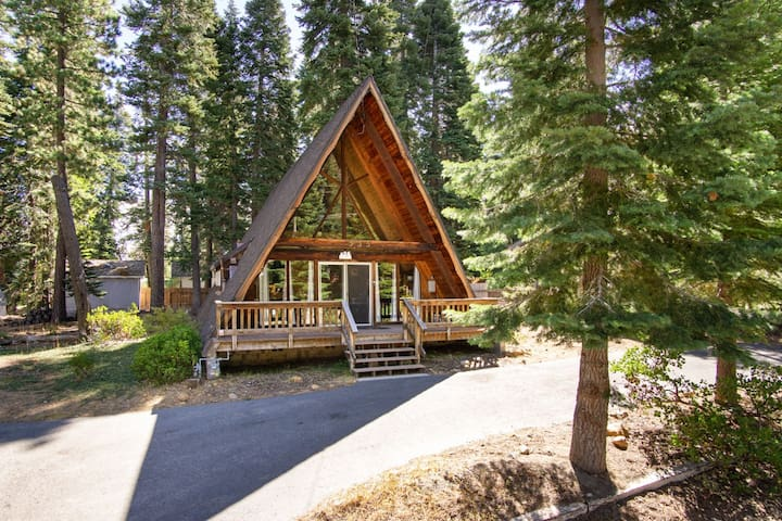 Charming A-Frame cabin with on scenic lot, five minutes from Lake Tahoe