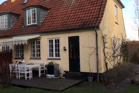 Cosy house with private garden - Skodsborg