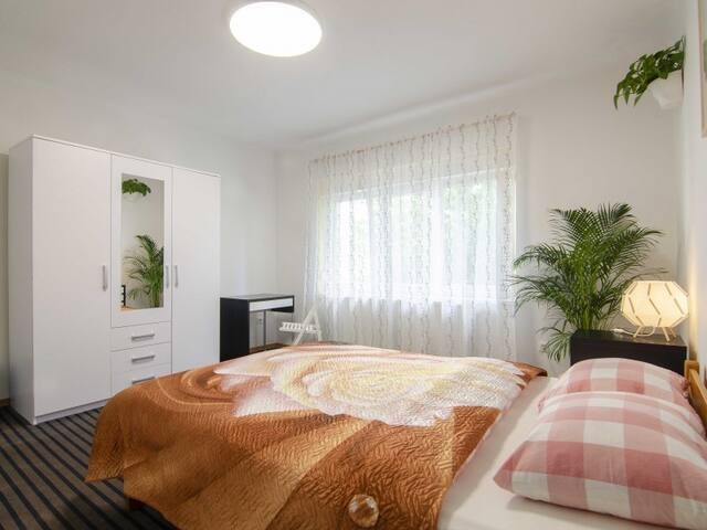 Double Room with Shared Bathroom. Family Guesthouse GreenSLO