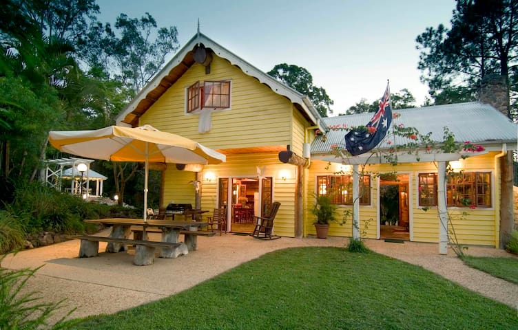 Frangipani Country House - true blue Australiana - Mooloolah Valley