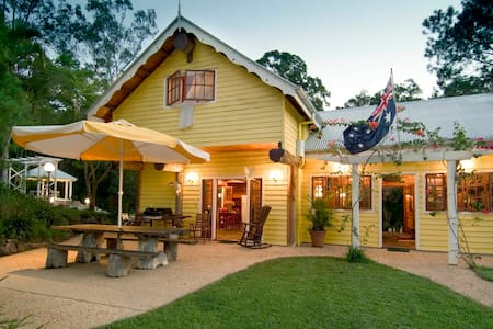 Frangipani Country House - true blue Australiana - Mooloolah Valley - Rumah Tamu