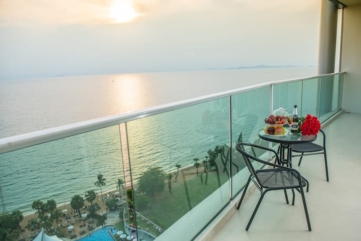 2 Bedroom Next to the Sea
