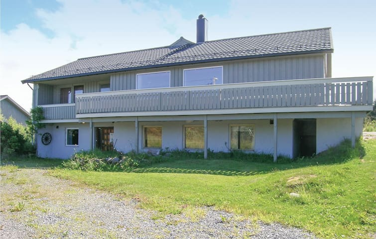 Holiday cottage with 6 bedrooms on 260m² in Smøla